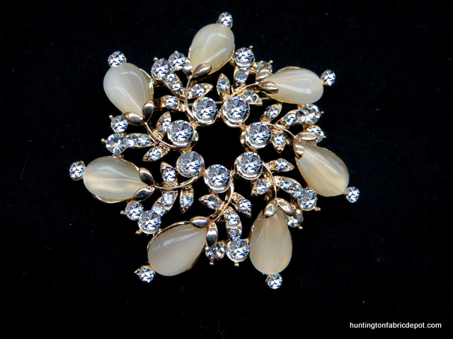 Brilliant Clear/Beige Stones Brooch